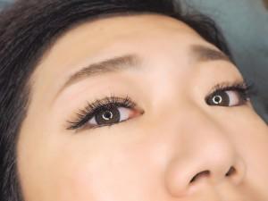 大きい目の奥二重